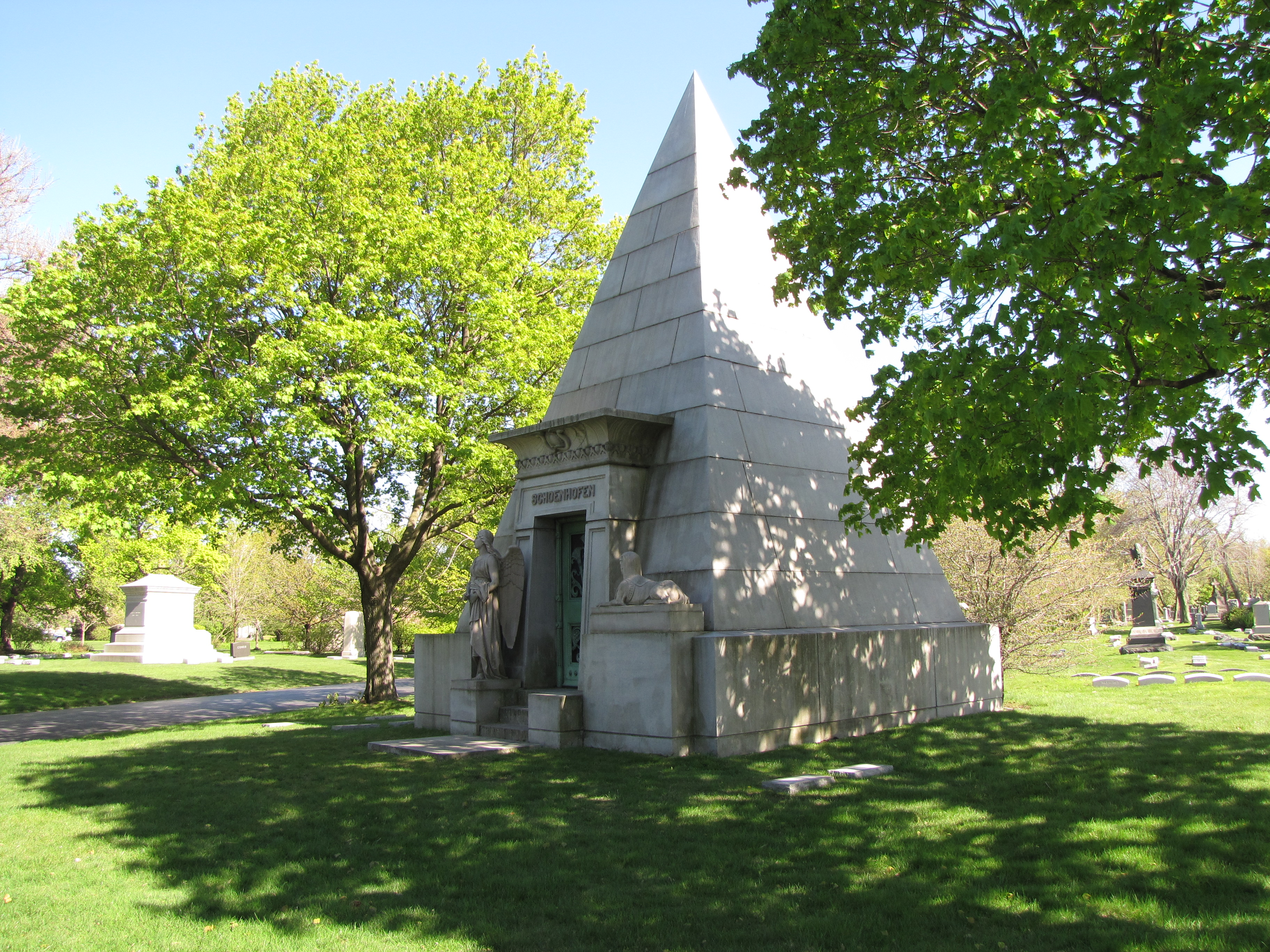 The Schoenhofen Mausoleum In Graceland Cemetery At Chicago Illinois Is Another Grand Example Of Egyptian Revival Funeary Architecture