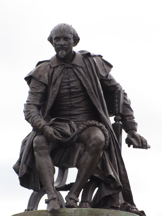 Statue of William Shakespeare by the River Avon at Stratford-upon-Avon