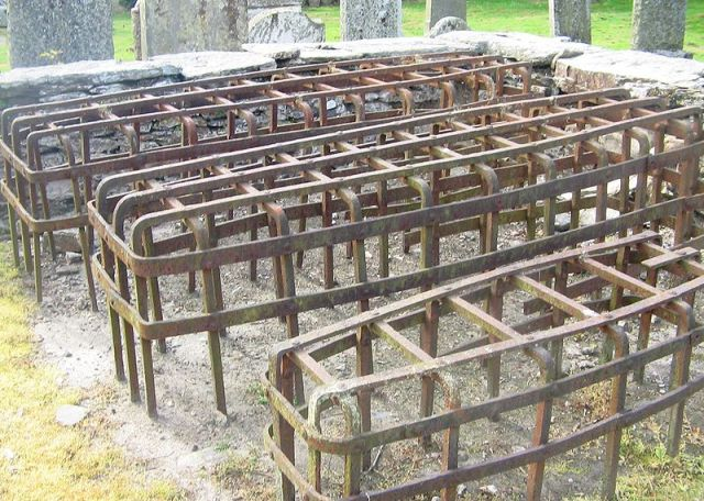 """""""Mortsafe at Logeriat Church1"""" by Judy Willson - Wikipedia:Contact us/Photo submission. Licensed under CC BY-SA 3.0 via Commons - https://commons.wikimedia.org/wiki/File:Mortsafe_at_Logeriat_Church1.jpg#/media/File:Mortsafe_at_Logeriat_Church1.jpg"""